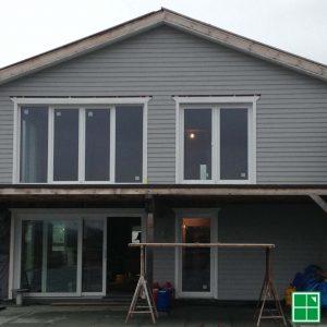 Haus mit Schüco LivIng PVC-Profil in Weiß mit 3-fach Isolierverglasung